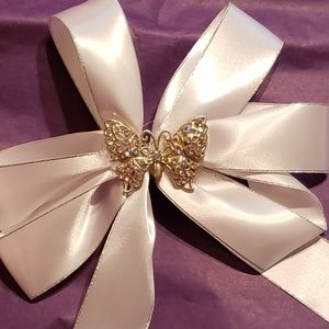 White butterfly hair bow NWOT